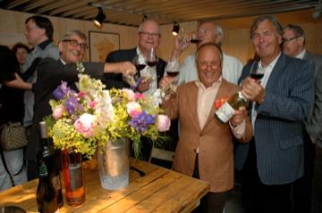 feestelijke opening van de wijnoutlet in Muiden met Joop Braakhekke