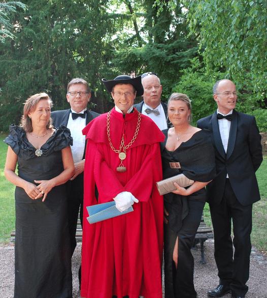 Armand Baur in vol ornaat van zijn broederschap tijdens de inauguratie van Arend Jan de Wijnman