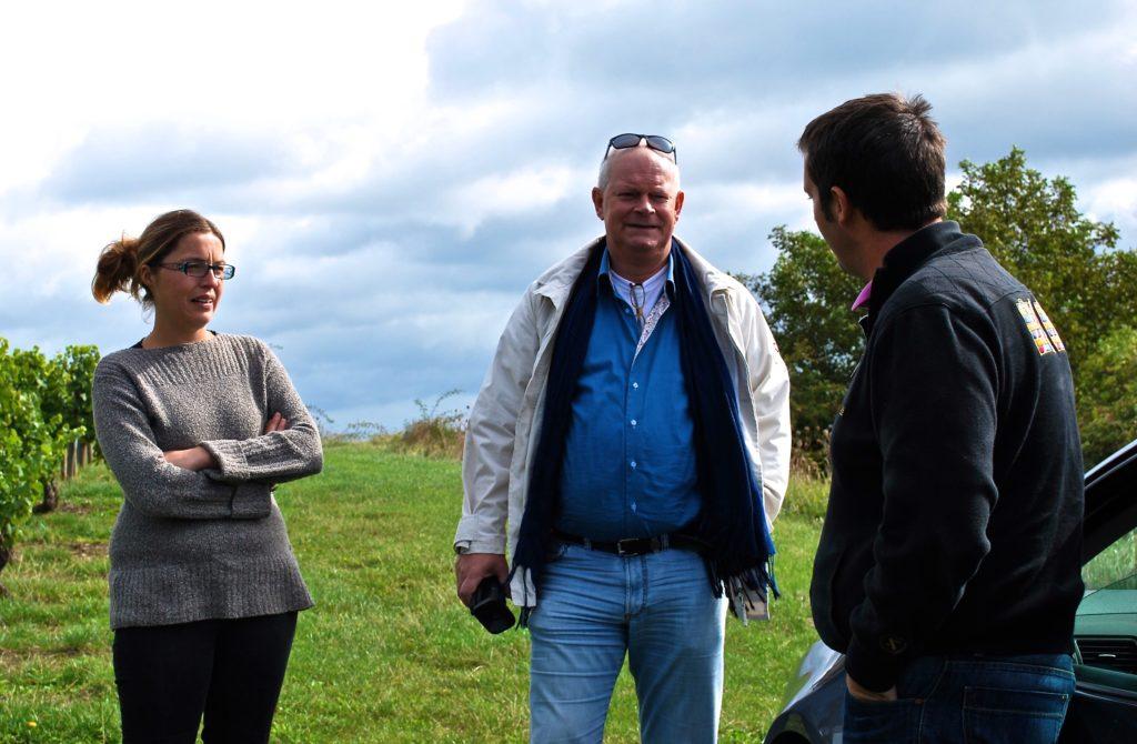 Arend Jan de Wijnman in gesprek met Pierre en Stephanie, de wijnmakers van Château Vergisson