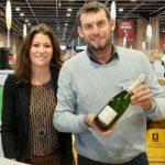 Jerôme Vincent samen met zijn vrouw op de wijnbeurs in Parijs