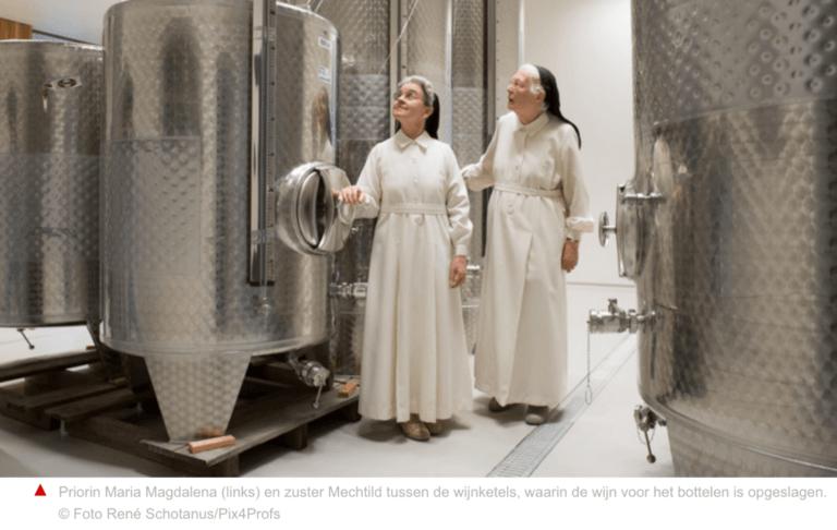 Nonnen bij de cuves in hun wijnmakerij