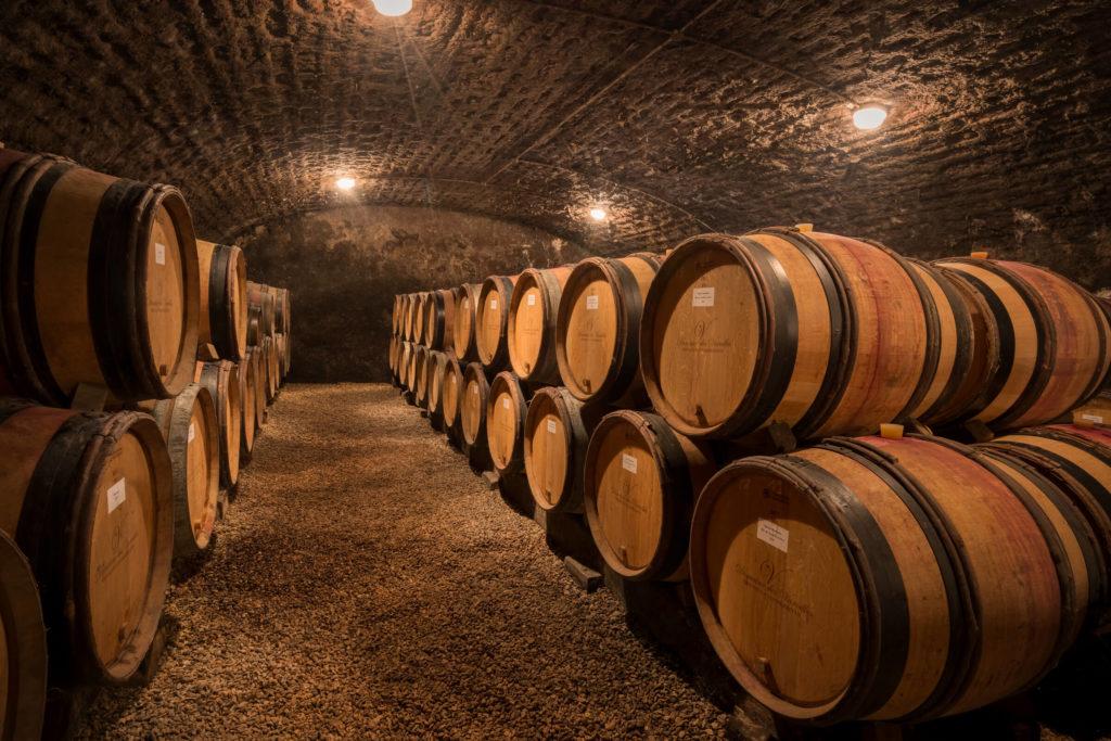 wijnvaten in de kelders van domaine des Varoilles