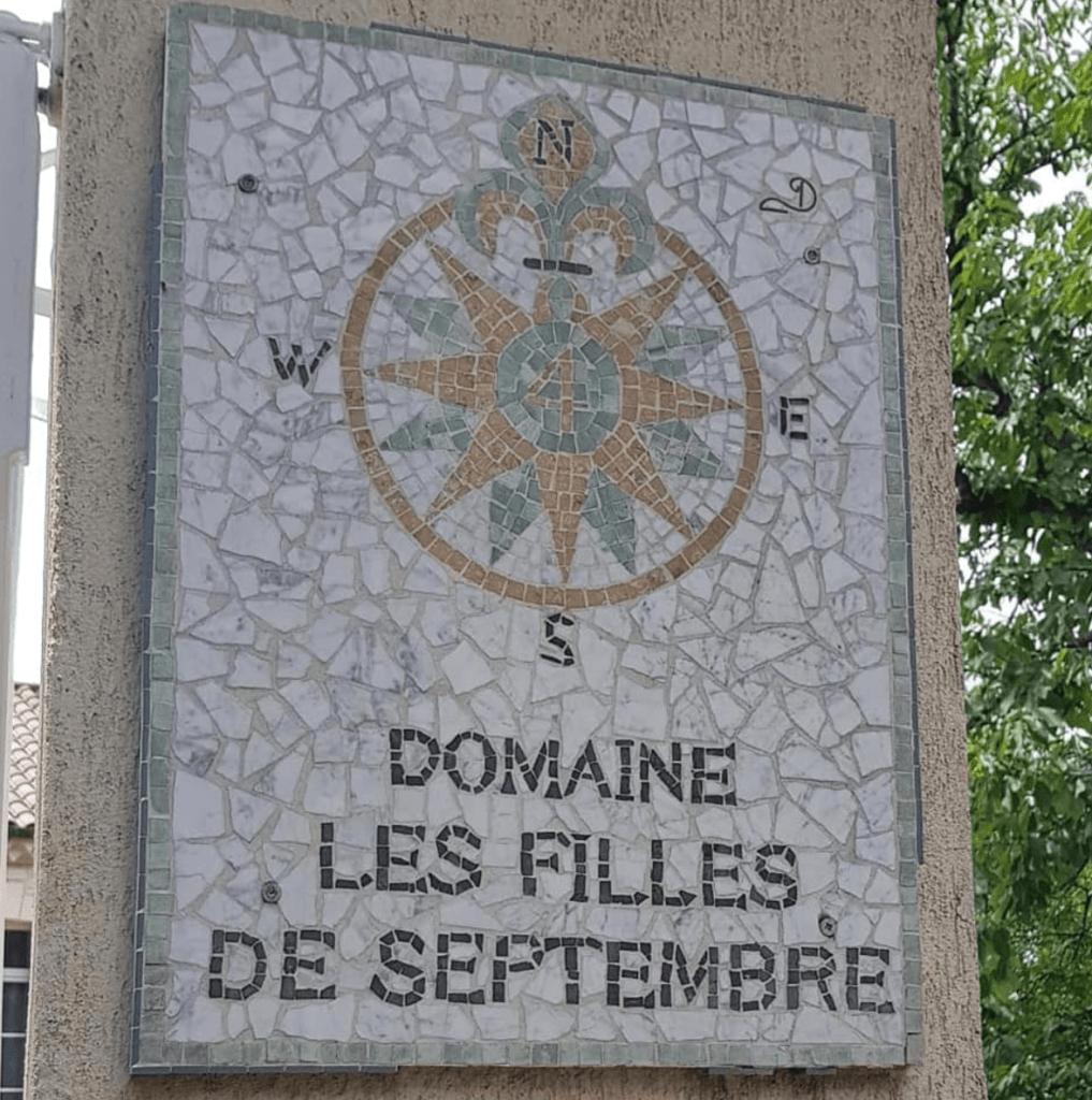 bedrijfsbord van les filles de Septembre in mozaïek