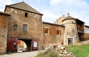 De toegangspoort van Château Vergisson