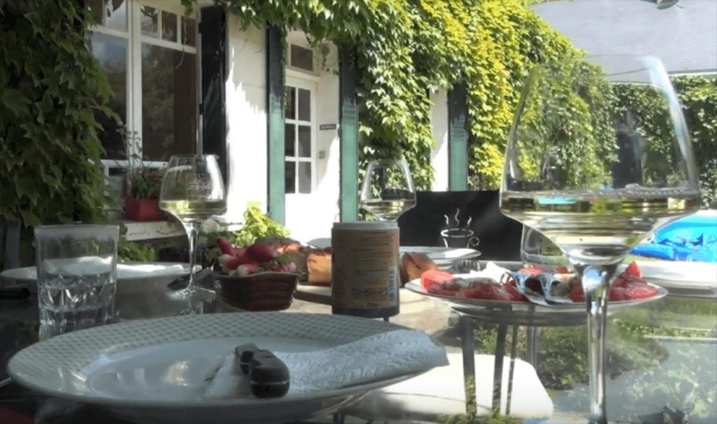 lunch in de tuin bij domaine de la Rochette